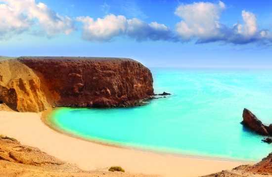 Playa y Mercadillo Desde Fuerteventura a Lanzarote